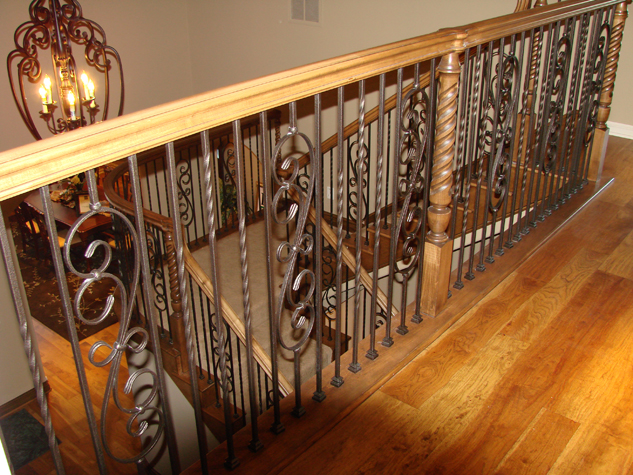 picture_wood_banister_udug